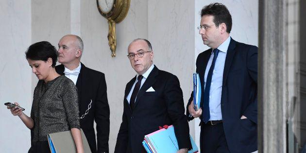Bernard Cazeneuve vient soutenir Najat Vallaud-Belkacem qui est en difficulté pour les