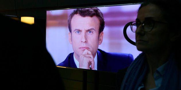 Emmanuel Macron lors du débat d'entre-deux-tours face à Marine Le Pen, le 3