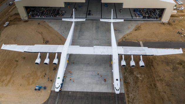 Stratolaunch, un avion géant qui pourrait lancer des fusées dans