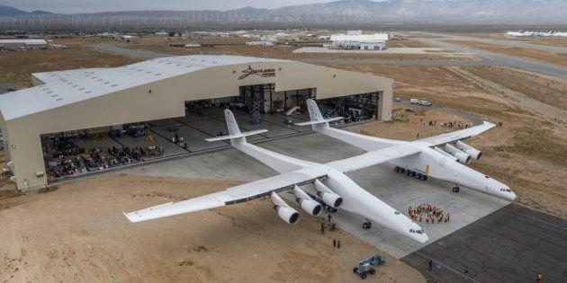 Stratolaunch, un avion géant pourrait lancer des fusées dans