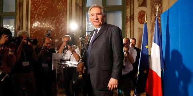 François Bayrou tente une loi ambitieuse sur la moralisation sous la pression des
