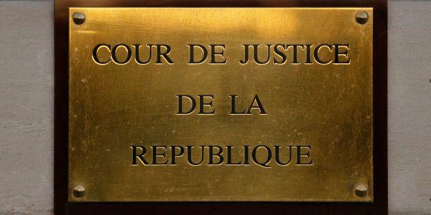 Qu'est-ce que la Cour de Justice de la République qu'Emmanuel Macron et François Bayrou veulent