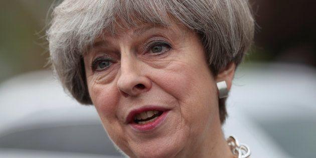 Les partis britanniques suspendent leurs campagnes pour les législatives après
