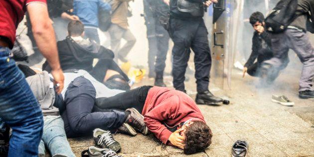 En Turquie, des manifestants commémorant les émeutes de juin 2013 visés par les gaz lacrymogènes de la
