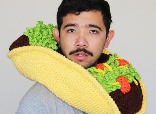 Un Australien tricote des bonnets insolites en forme de