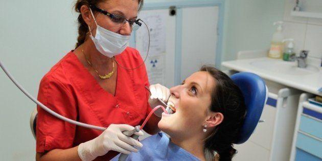 VIH : Un dentiste sur trois refuse de soigner les patients séropositifs, selon une étude de l'association