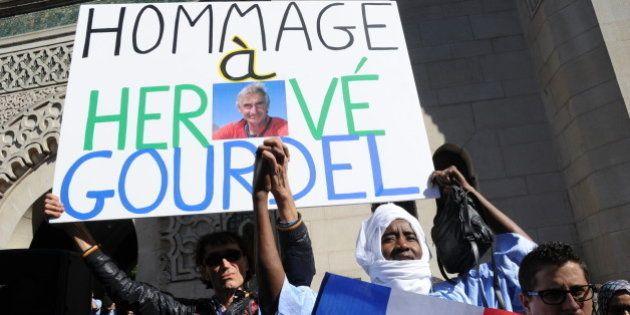 PHOTOS. Rassemblement en hommage à Hervé Gourdel à Paris, drapeaux en berne en