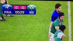 Papé a-t-il touché les fesses d'O'Brien avant de recevoir le coup de