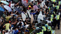 A Hong Kong, des milliers de personnes réclament à la Chine plus de