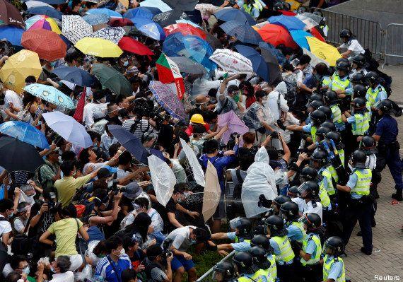 Manifestations à Hong Kong: des milliers de militants prodémocratie réclament à la Chine plus de libertés