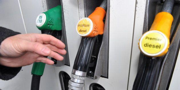 La taxation du gazole augmentera d'un centime par litre en 2016 et 2017, celle de l'essence