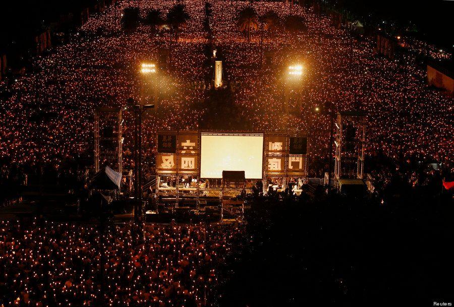 PHOTOS. 25 ans de Tiananmen : des dizaines de milliers de personnes se rassemblent à Hong