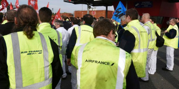 Air France: mise à pied des cinq salariés poursuivis pour