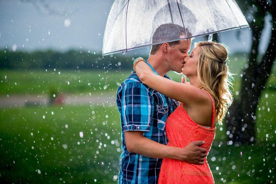 Photos de mariage: des fiançailles en plein orage pour un résultat