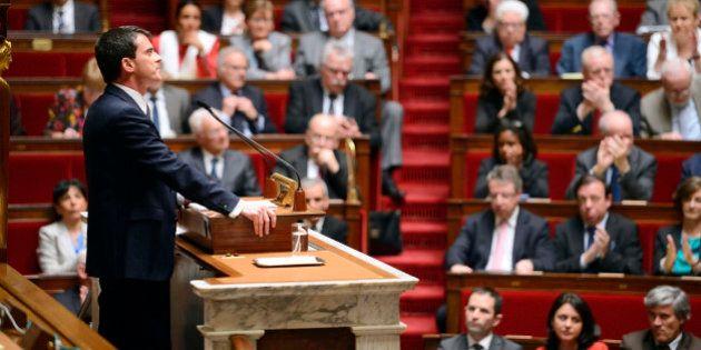 Discours: Manuel Valls, offensif, multiplie les annonces avant le vote de