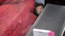 Des enfants dorment dans la