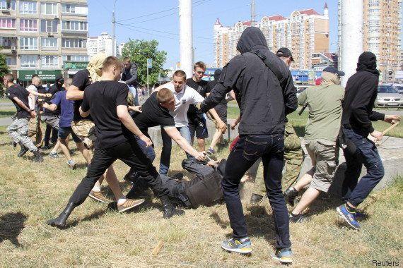 La Gay Pride de Kiev attaquée par des nationalistes, des policiers blessés et une quinzaine