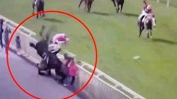 La spectaculaire sortie de piste d'un cheval qui percute 5