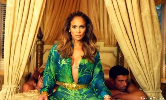 PHOTOS. Jennifer Lopez rend hommage à sa robe