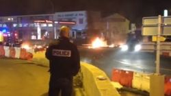 Deux banques incendiées et 15 policiers blessés en marge de