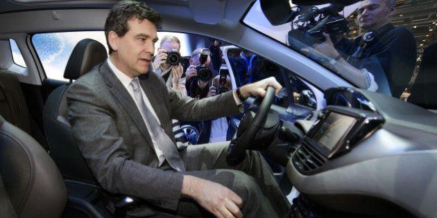 Montebourg dans sa voiture: le ministre qui aime se faire filmer en