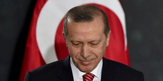 Turquie: Erdogan perd sa majorité absolue aux élections