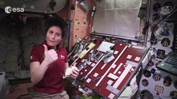VIDÉO. Comment cuisiner dans l'espace? Démonstration avec l'astronaute Samantha