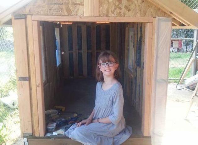PHOTOS. Elle construit des refuges pour les SDF de sa ville à 9