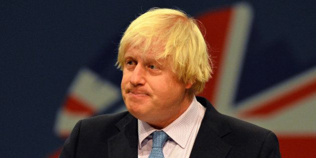 Pour prouver que les canons à eau ne sont pas dangereux, le maire de Londres accepte de se faire