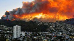 Un spectaculaire incendie au Chili menace une ville classée à