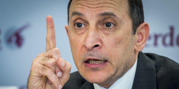 François Hollande remet la légion d'honneur au patron de Qatar Airways et s'expose aux