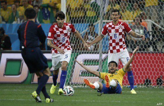 Coupe du monde: premier match et premières erreurs d'arbitrage, à quand de vraies sanctions contre les
