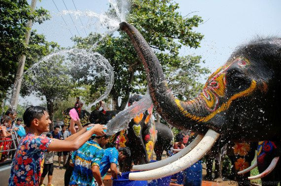 VIDÉO. En Thaïlande, on fête le nouvel an bouddhique à coups de pistolets à eau (lors d'une bataille