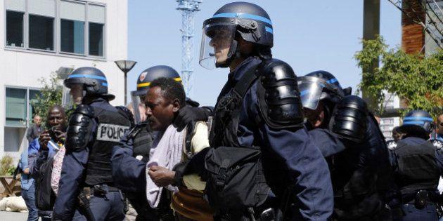 Migrants délogés à Paris: le Défenseur des droits ouvre une