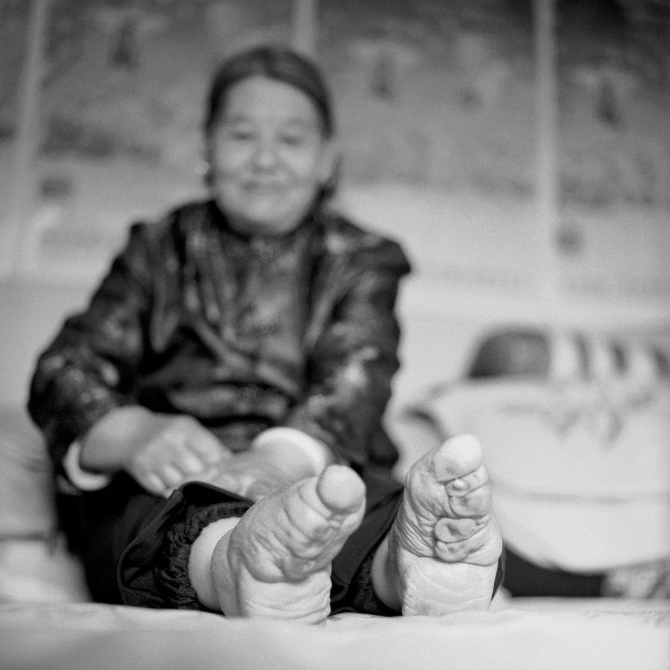 PHOTOS. Les dernières femmes chinoises aux pieds bandés ou