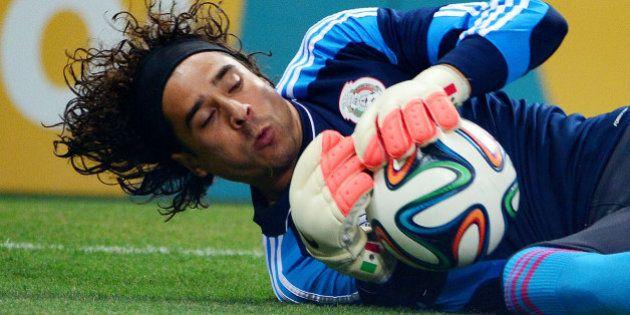 VIDÉOS. Ochoa, gardien mexicain, sort de l'anonymat d'Ajaccio pour devenir une des stars de la Coupe...