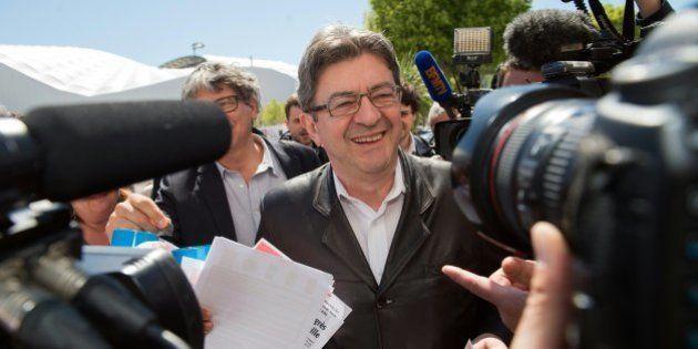 Présidentielle: la candidature en solo de Jean-Luc Mélenchon a le vent en
