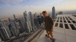 Il fait du hoverboard au sommet d'un gratte-ciel à