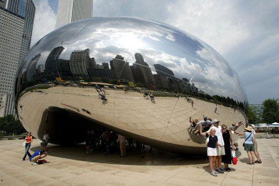 PHOTOS. le Cloud Gate d'Anish Kapoor copié en Chine ? Le sculpteur veut porter