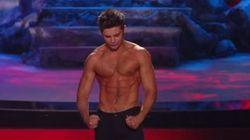 Zac Efron torse nu pour recevoir son prix... de la meilleure scène torse