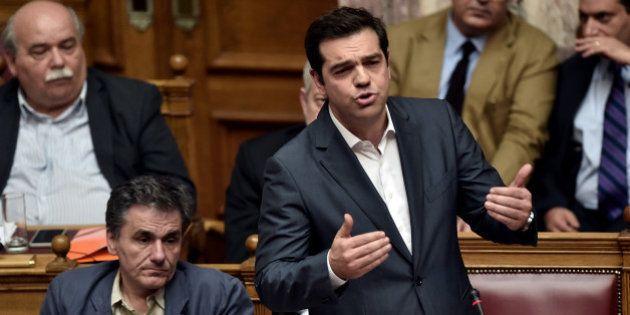 Grèce: le nouveau plan d'aide adopté par le Parlement après une nuit de