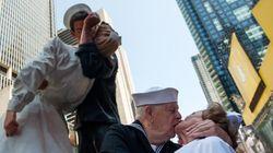 50 ans après, des centaines de couples new-yorkais refont le baiser de Times