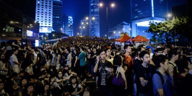 Hong Kong: les manifestants annoncent leur retrait de certains sites, des étudiants s'y