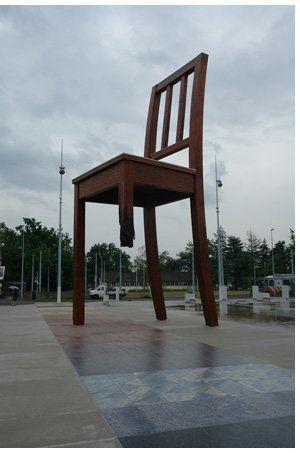 La chaise cassée et l'interdiction des armes