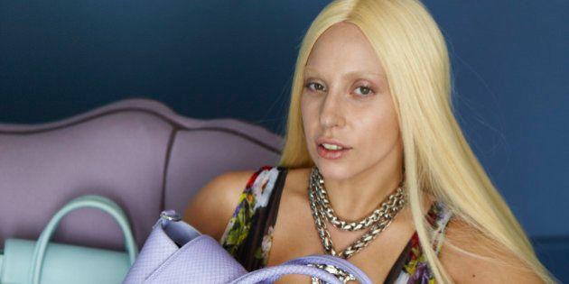 Lady Gaga: ses photos pour Versace sans photoshop ont fuité sur le