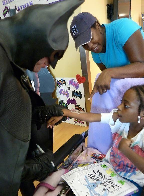 Le Batman de Baltimore, héros des enfants hospitalisés, meurt d'un accident de