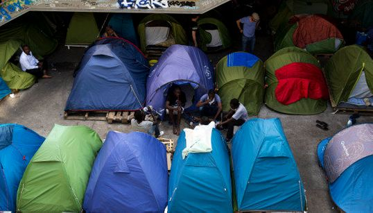 Mahmoud, migrant au camp du quai d'Austerlitz, veut juste