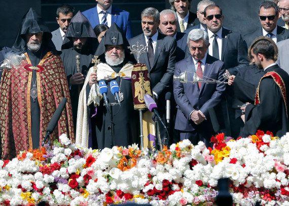 En Arménie, George Clooney mène la marche commémorative du
