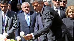 George Clooney mène la marche commémorative du génocide