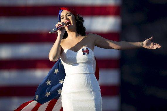PHOTOS. Katy Perry a mis le paquet pour soutenir Hillary